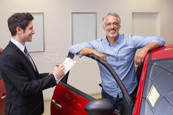 笑みを浮かべて ビジネスマン 書く クリップボード 新しい車 ショールーム ストックフォト © wavebreak_media