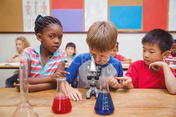 Cute naar microscoop school kind Stockfoto © wavebreak_media