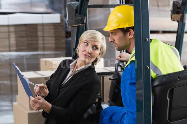 Magazijn manager praten heftruck bestuurder groot Stockfoto © wavebreak_media