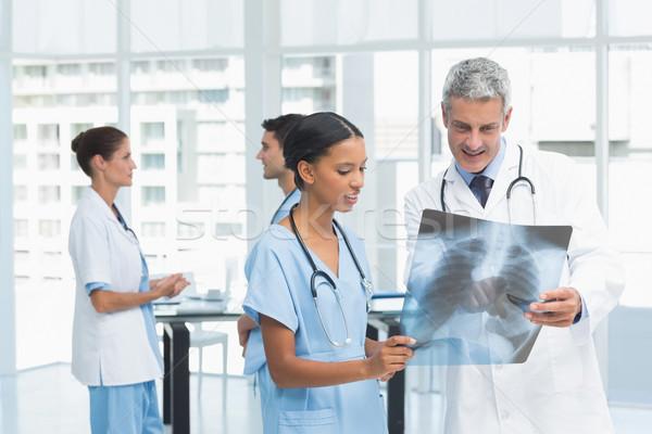 Mężczyzna kobiet lekarzy xray medycznych Zdjęcia stock © wavebreak_media