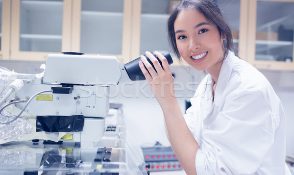 Bastante cientista sorridente câmera microscópio universidade Foto stock © wavebreak_media