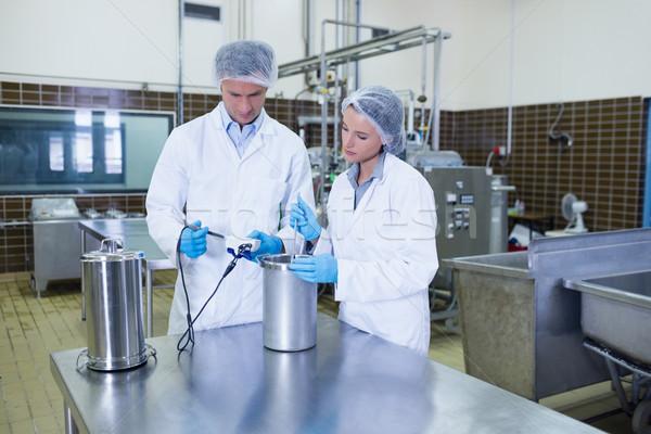 Fókuszált biológus csapat együtt dolgozni gyár férfi Stock fotó © wavebreak_media