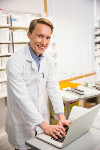 幸せ 薬剤師 ラップトップを使用して 病院 薬局 コンピュータ ストックフォト © wavebreak_media