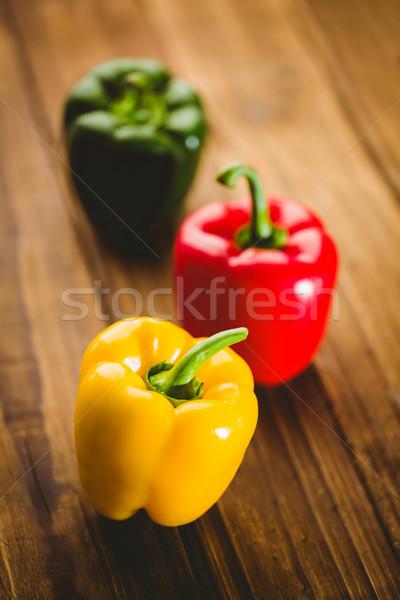 Trois poivrons planche à découper espace de copie cuisine vert Photo stock © wavebreak_media