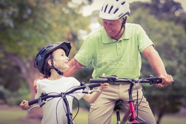 Szczęśliwy dziadek wnuczka rowerów człowiek Zdjęcia stock © wavebreak_media