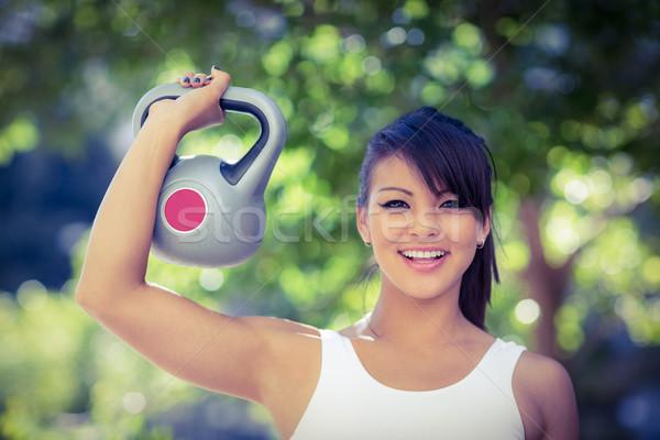 портрет улыбаясь спортивный женщину гири Сток-фото © wavebreak_media