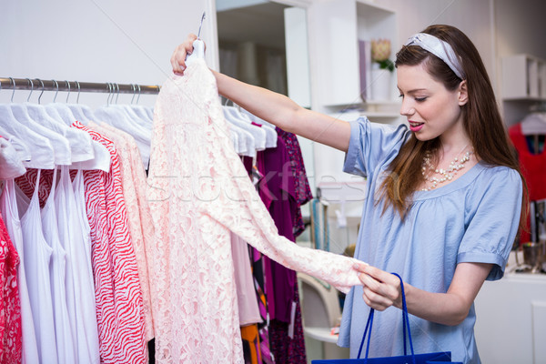 Morena mujer compras ropa moda boutique Foto stock © wavebreak_media