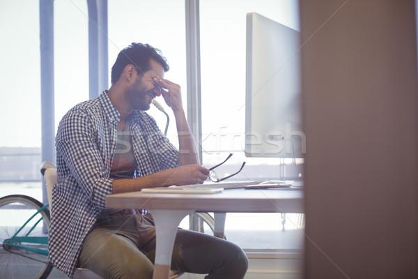 Deprimido empresario sesión escritorio oficina tecnología Foto stock © wavebreak_media