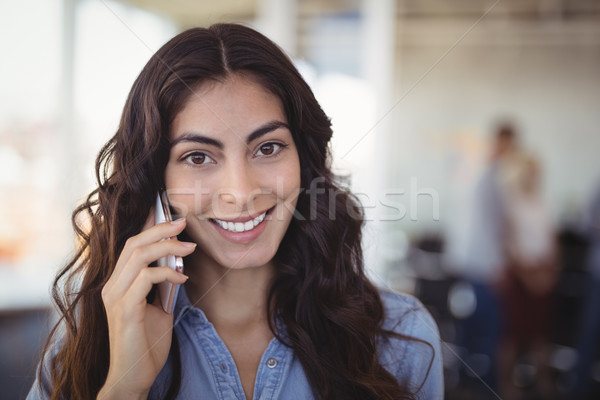 Stockfoto: Portret · mooie · zakenvrouw · praten · mobiele · telefoon · creatieve