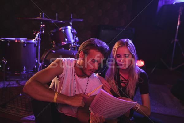 Zenészek gyakorol zene éjszakai klub fiatal férfi Stock fotó © wavebreak_media