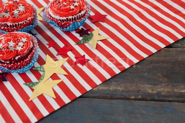 Odznaczony drewniany stół papieru tabeli Zdjęcia stock © wavebreak_media