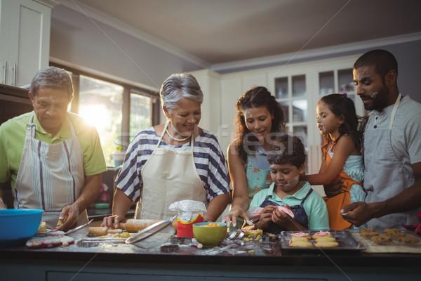 Família feliz sobremesa cozinha casa menina criança Foto stock © wavebreak_media