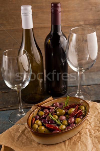 Oliven serviert Container Wein Flaschen Tabelle Stock foto © wavebreak_media