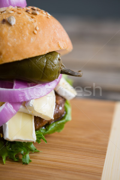 Imagen Burger tabla de cortar mesa pared alcohol Foto stock © wavebreak_media
