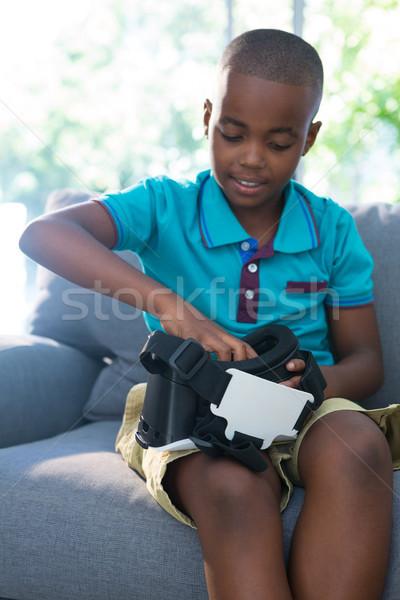Menino virtual realidade fone casa sessão Foto stock © wavebreak_media