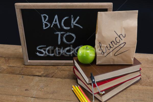 Obiad torby papierowe zielone jabłko tekst powrót do szkoły Zdjęcia stock © wavebreak_media
