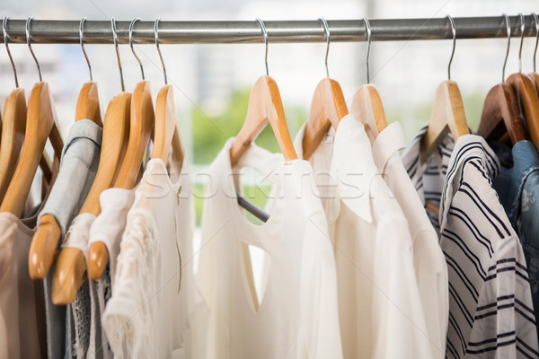 Ropa rail ropa tienda moda compras Foto stock © wavebreak_media