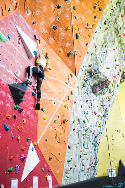 соответствовать блондинка скалолазание спортзал женщину Сток-фото © wavebreak_media