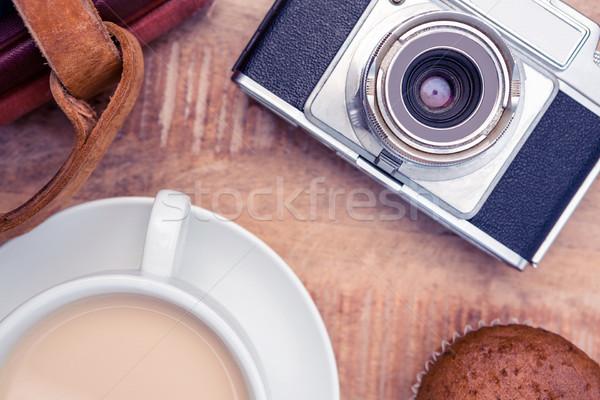 Primer plano edad cámara café mesita baja libro Foto stock © wavebreak_media
