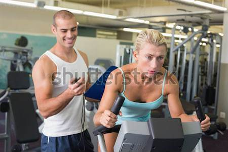 Dopasować ludzi hantle crossfit siłowni Zdjęcia stock © wavebreak_media