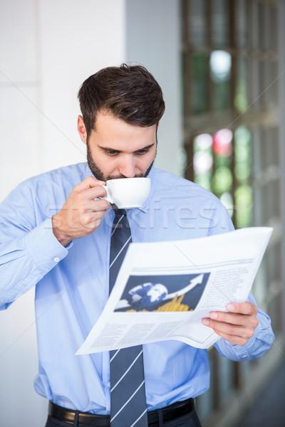 ビジネスマン 飲料 コーヒー 読む 新聞 ホーム ストックフォト © wavebreak_media