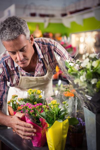 мужчины флорист букет цветок цветы Сток-фото © wavebreak_media