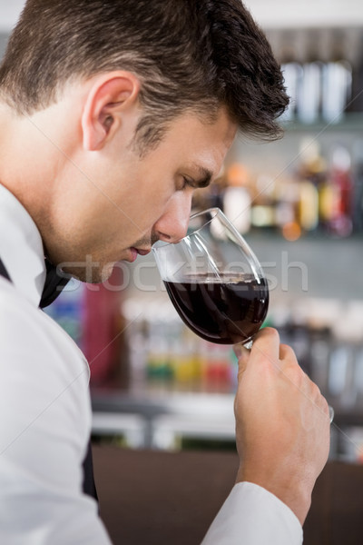 Cameriere vetro vino primo piano ristorante business Foto d'archivio © wavebreak_media