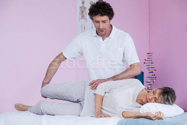 Supérieurs jambe clinique femme homme Photo stock © wavebreak_media