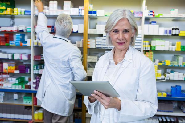 薬剤師 デジタル タブレット 同僚 ビジネス 女性 ストックフォト © wavebreak_media