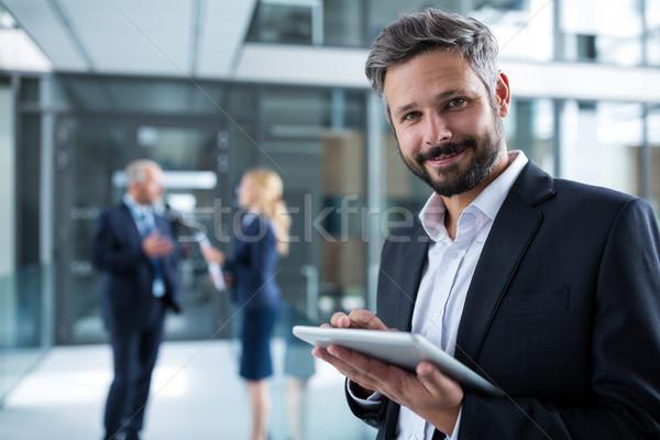 бизнесмен цифровой таблетка служба коридор портрет Сток-фото © wavebreak_media
