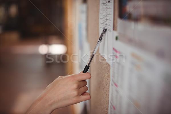 Aluna olhando quadro de avisos corredor escolas mão Foto stock © wavebreak_media