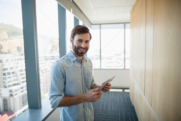 портрет улыбаясь бизнеса исполнительного цифровой таблетка Сток-фото © wavebreak_media