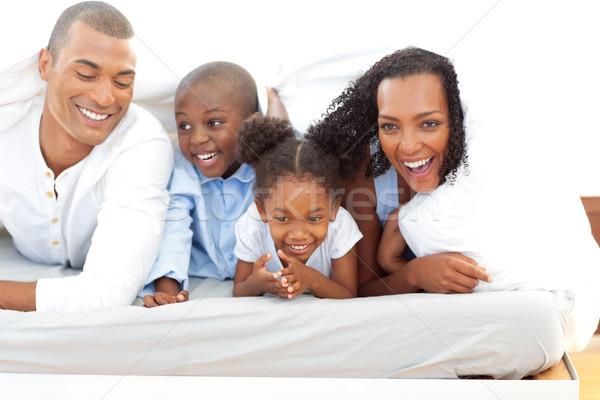 élénk család szórakozás fekszik ágy otthon Stock fotó © wavebreak_media