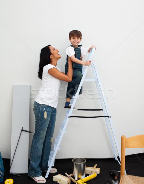 Heureux peu garçon escalade échelle famille Photo stock © wavebreak_media