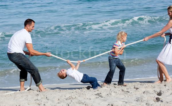 Famille jouer guerre plage femme garçon Photo stock © wavebreak_media