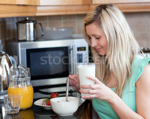 Stock fotó: Bájos · nő · egészséges · reggeli · konyha · otthon