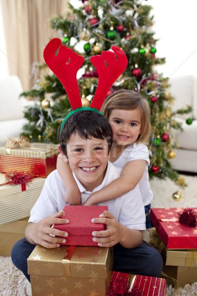 Szczęśliwy brat siostra christmas domu Zdjęcia stock © wavebreak_media