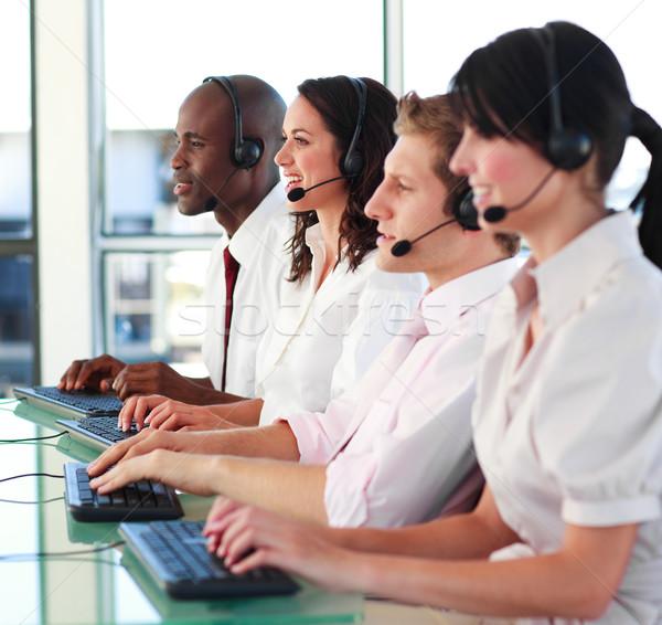 Stockfoto: Glimlachend · jongeren · hoofdtelefoon · werken · call · center · telefoon
