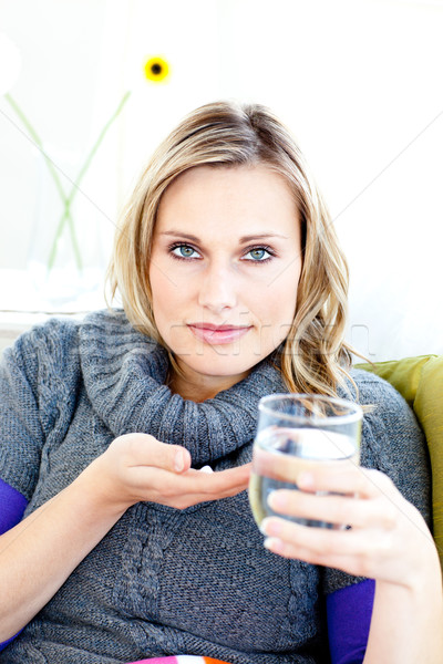 Beteg nő elvesz tabletták tart üveg Stock fotó © wavebreak_media