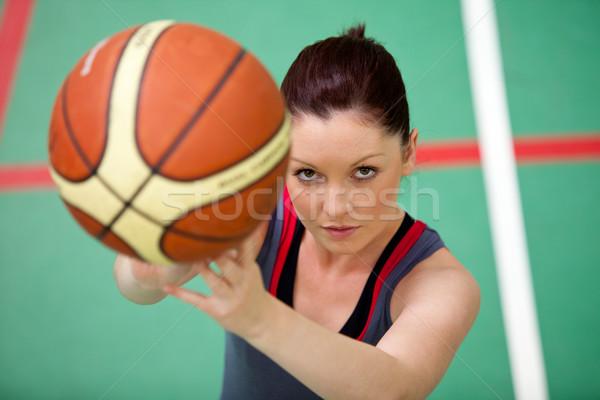 Portret młoda kobieta gry koszykówki sala gimnastyczna Zdjęcia stock © wavebreak_media