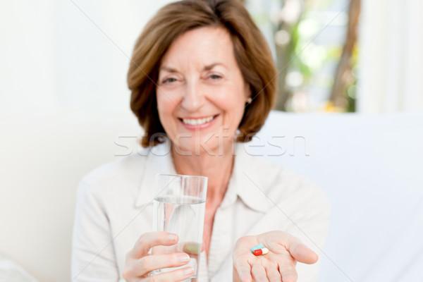 Sevimli olgun kadın hapları kadın ev mutlu Stok fotoğraf © wavebreak_media