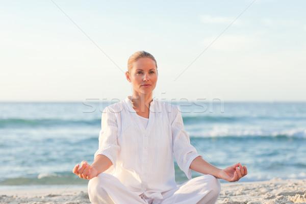 Békés nő gyakorol jóga szexi fitnessz Stock fotó © wavebreak_media