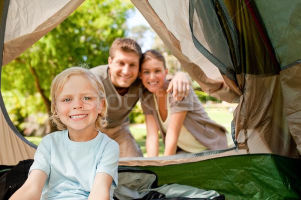 Boldog család kempingezés park család zöld utazás Stock fotó © wavebreak_media