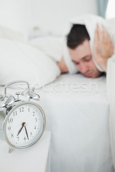 Portrait séduisant homme oreilles réveil chambre Photo stock © wavebreak_media