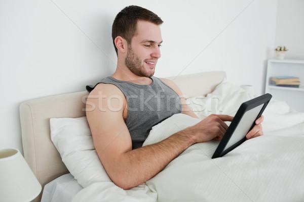 счастливым человека спальня лице ноутбука Сток-фото © wavebreak_media