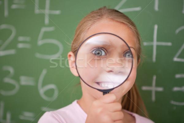 Stockfoto: Gelukkig · schoolmeisje · naar · vergrootglas · klas · kind