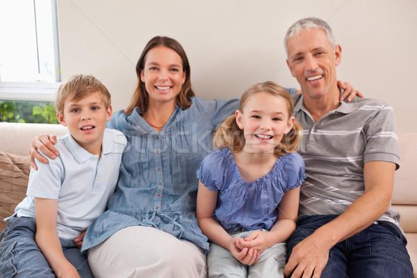 семьи сидят диван глядя камеры ребенка Сток-фото © wavebreak_media