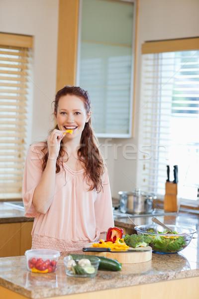 Fiatal nő paprika egészséges saláta boldog egészség Stock fotó © wavebreak_media
