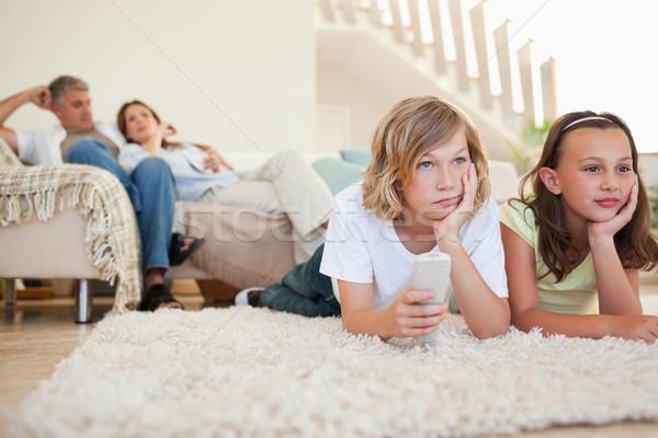 Testvérek unatkozik tv program lány mosoly Stock fotó © wavebreak_media