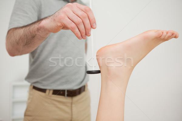 Reflexo martelo médico médico quarto homem Foto stock © wavebreak_media